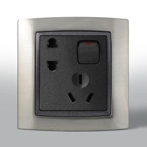 联塑电气 L80 二三极带开关单控插座 L80/10US4